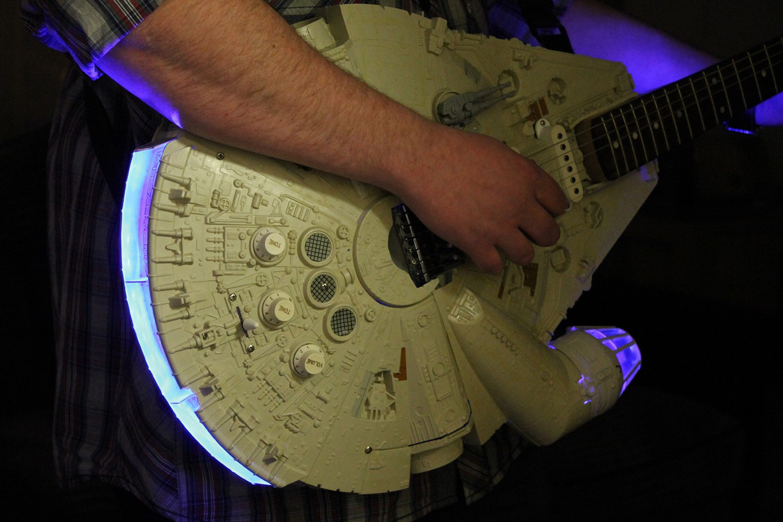 La millennium falcon guitar