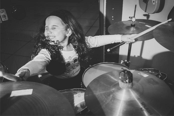 Eduarda Henklein batterista 5 anni