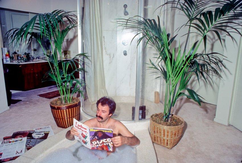 Giorgio Moroder nel 1979. Credit: Michael Ochs Archives - moroder nella vasca da bagno