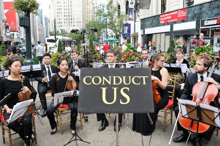 Foto via improveverywhere.com - La conduct us orchestra