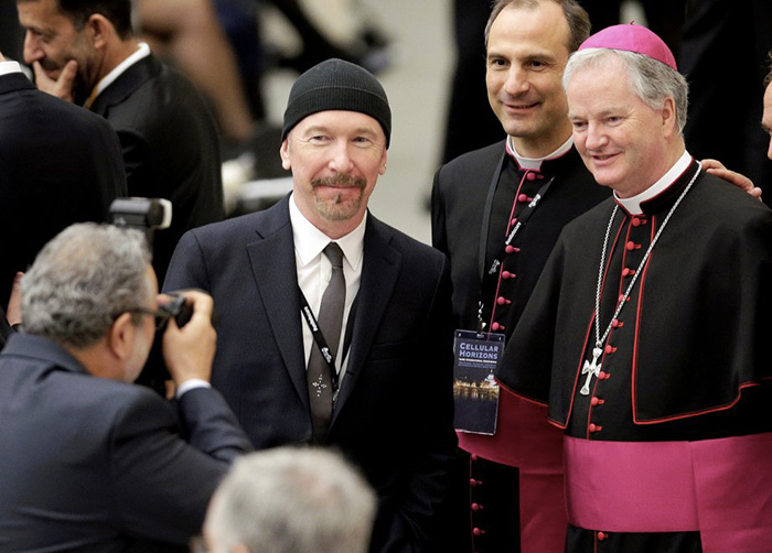 Foto di Repubblica.it - The Edge U2 Papa Cappella Sistina
