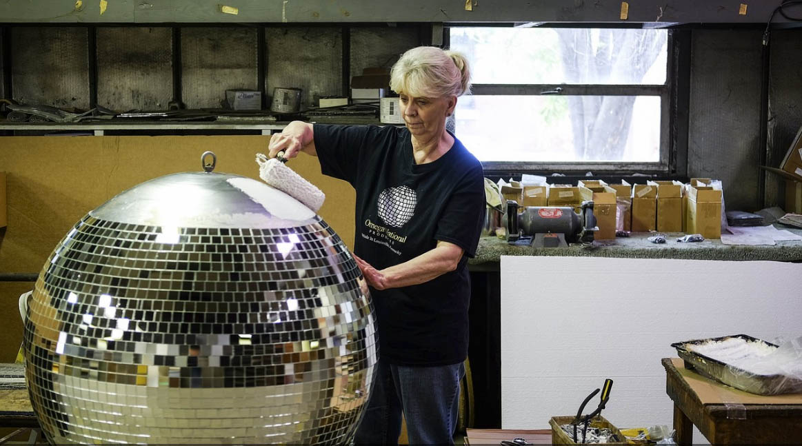Photo credit: William DeShazer - mirror ball baker