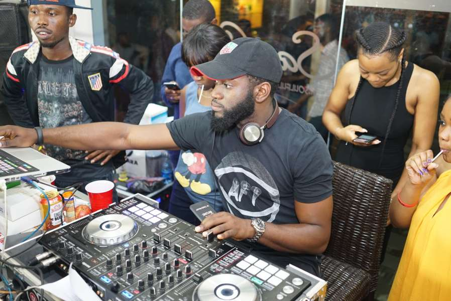 foto via pulse.ng - Guinness word record dj set Nigeria
