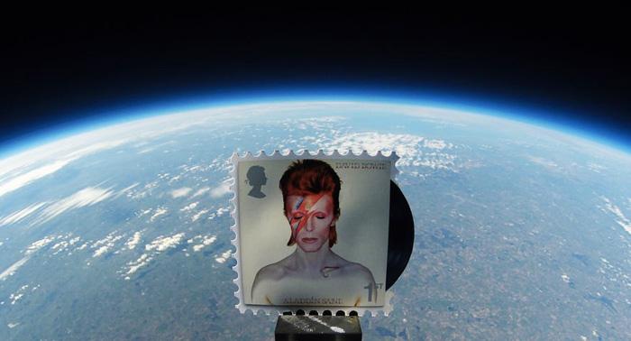 via twitter.com/eagleradio - david bowie francobolli spazio