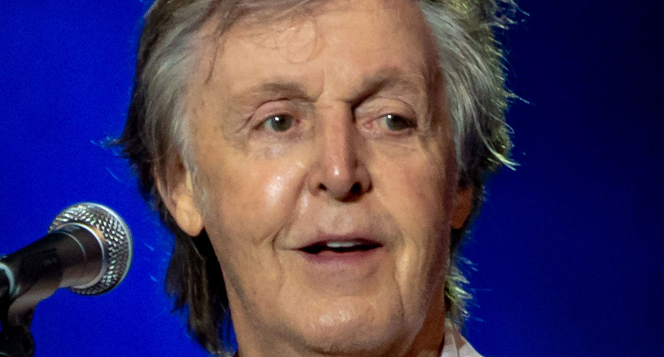 <a href=https://it.wikipedia.org/wiki/Paul_McCartney#/media/File:Paul_McCartney_in_October_2018.jpg target='_blank'>Paul McCartney nel 2018, foto via Wikipedia</a>
