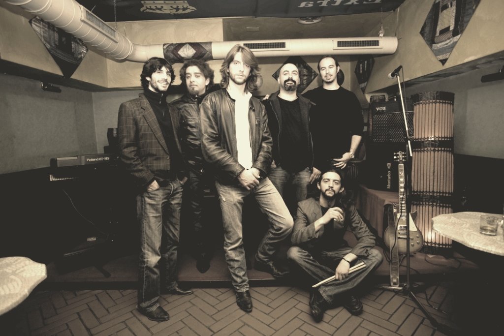 Bologna Violenta presenta The sound of..., ovvero 40 cover internazionali