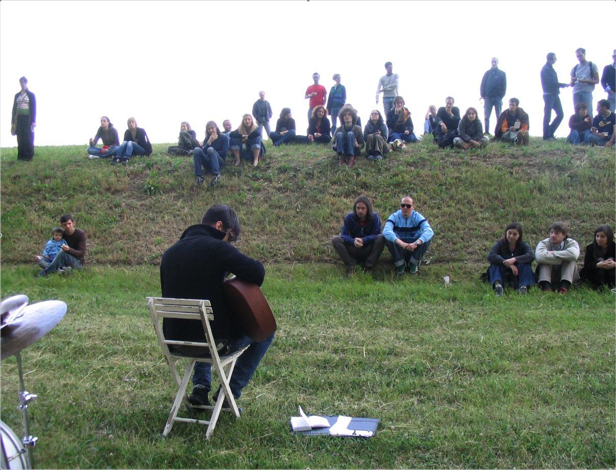 Foto di Roberto Serra / Iguana Press - Lucio Dalla con l'orecchio candito