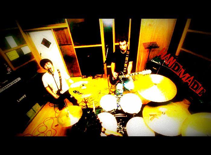 I Subsonica in sedici anni di carriera pubblicano sei album in studio, ma il luogo privilegiato resta il palco dei loro live
