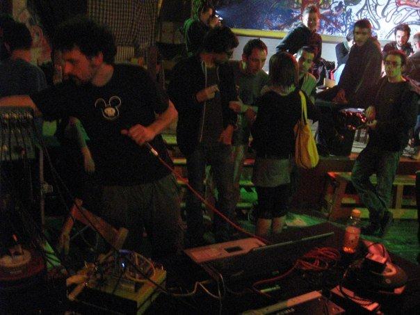 Testi, discografia e storia del Teatro degli orrori, una delle band di alternative rock più importanti d'Italia