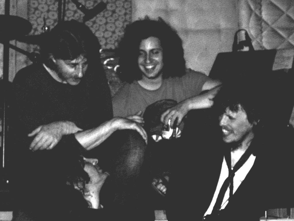 Il buio - Nuovo album e nuova veloce chiacchierata con il Il Buio: brevi le domande, lunghissime le risposte (come al solito d'altronde). Dalla società immobile alla musica che ormai rompe i coglioni e basta.  Di Michele Montagano.