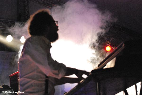 Un'immagine dal nuovo video di Levante, Duri come me