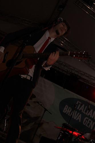 Alberto Ferrari dei Verdena canta Elvis