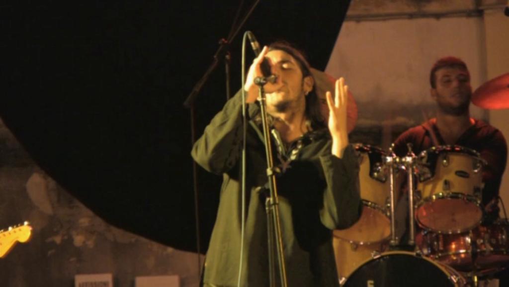 Izi Annuncia Un Nuovo Disco Con Featuring Di Fabri Fibra