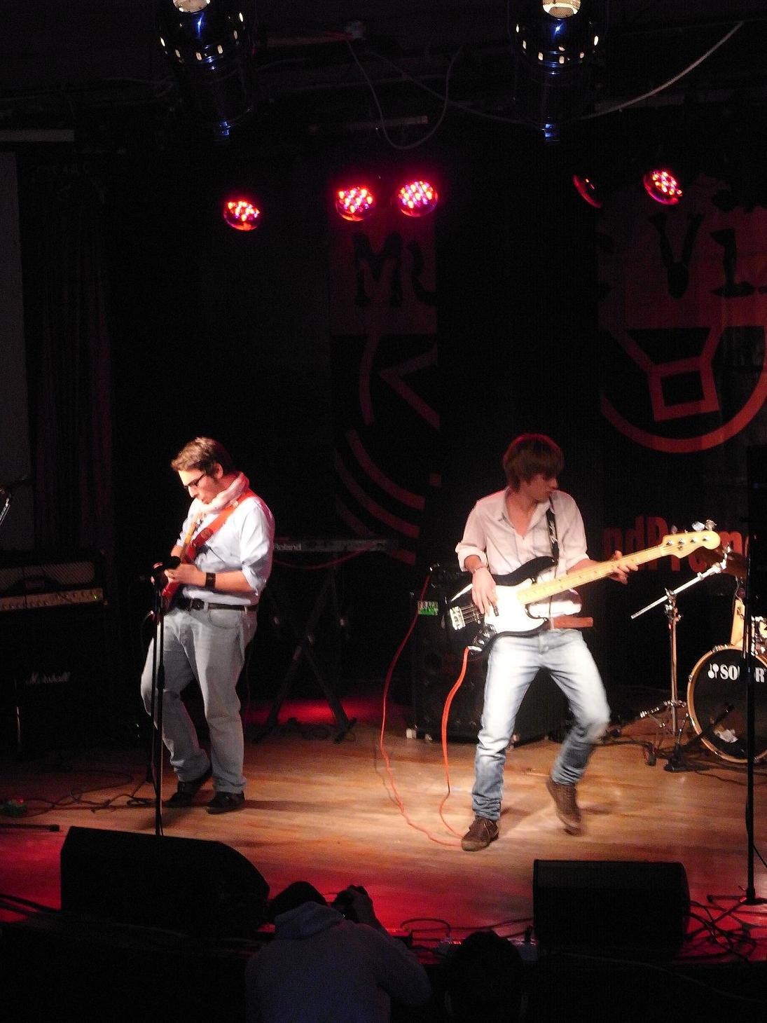 Un'immagine del video di Crescendo di Maiole