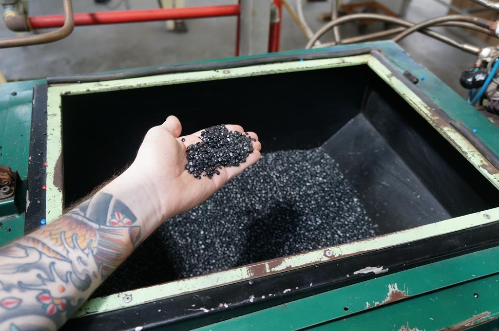 Un'occhiata dentro la Phono Press, l'ultima fabbrica di vinili italiana Vinile2