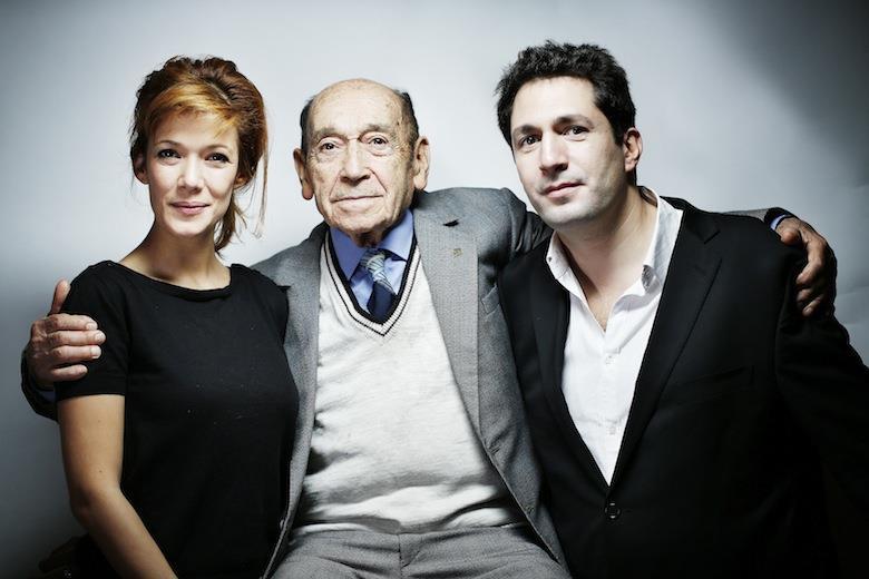 Haim Lipsky con l'attrice e il regista dello spettacolo a lui ispirato