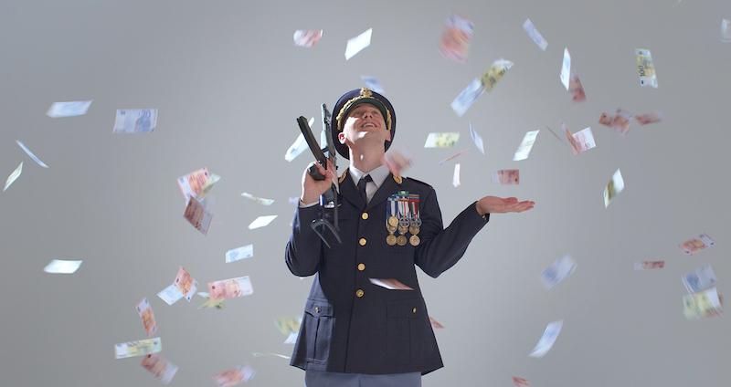 Massimo Pericolo nel videoclip di Beretta.