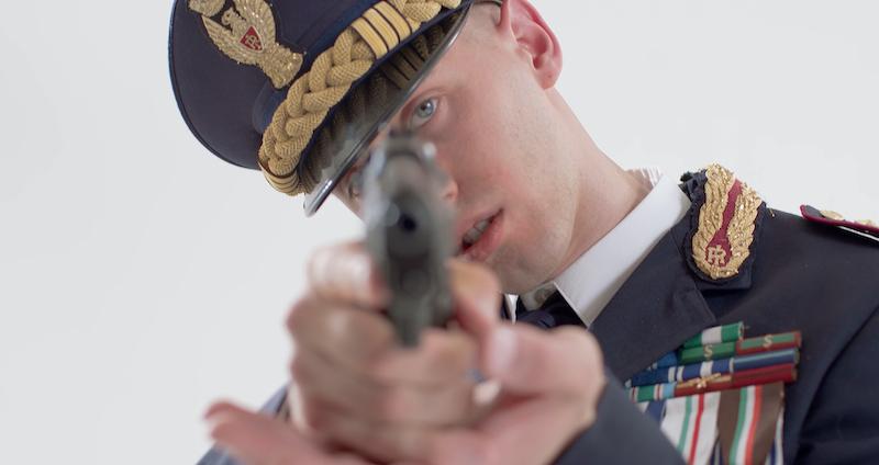Massimo Pericolo nel videoclip di Beretta