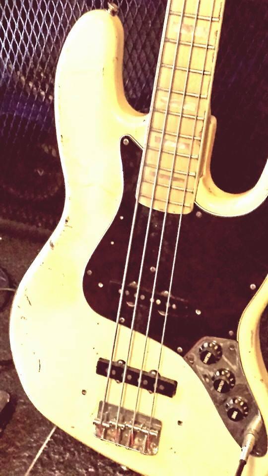 Il jazz bass di Dave, stranamente non insanguinato