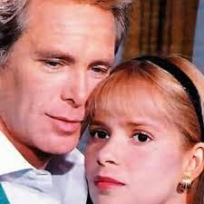 Ray Lovelock, vero divo di fotoromanzi e soap, qui con Grecia Colmenares