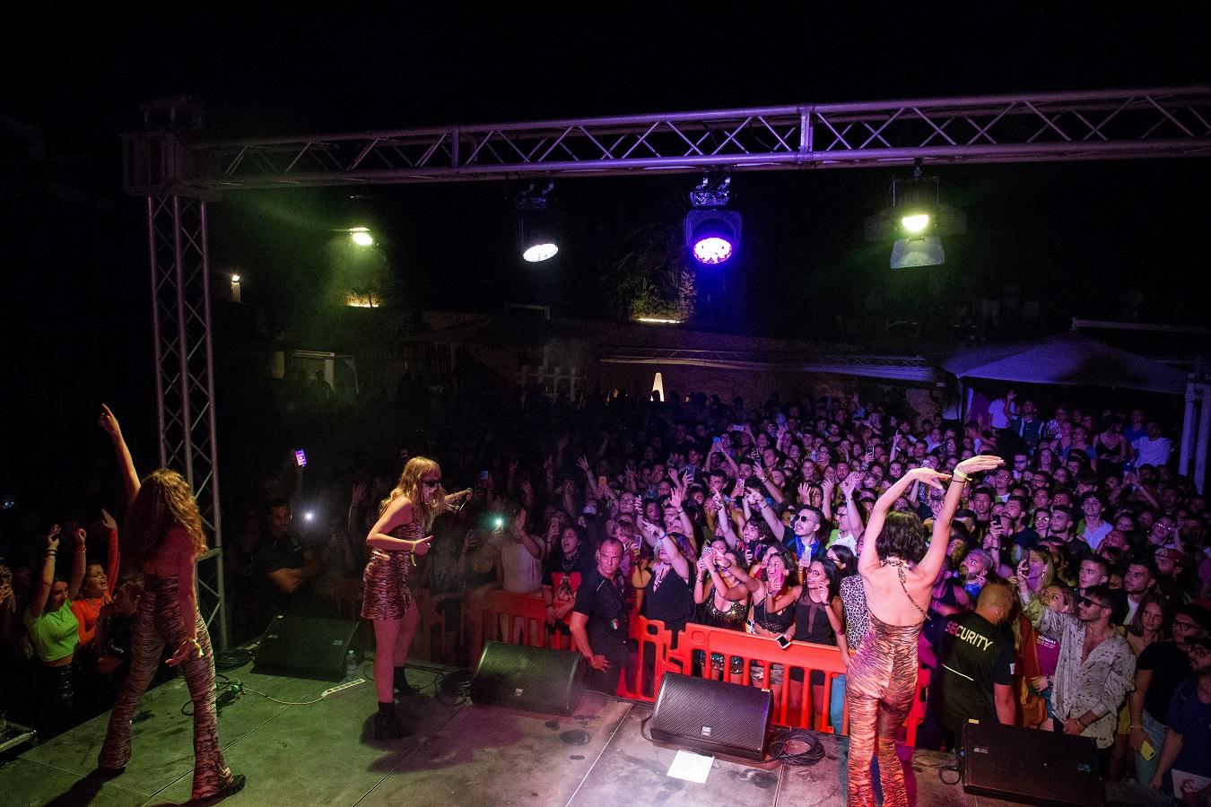 Myss Keta sul palco dell'Onde Festival nel 2019