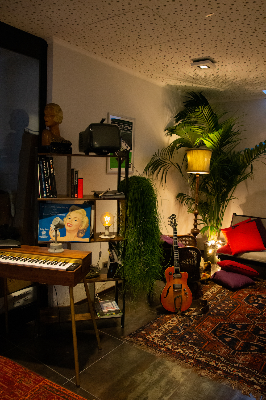 Un angolo di studio, allestito da Federica Luciani