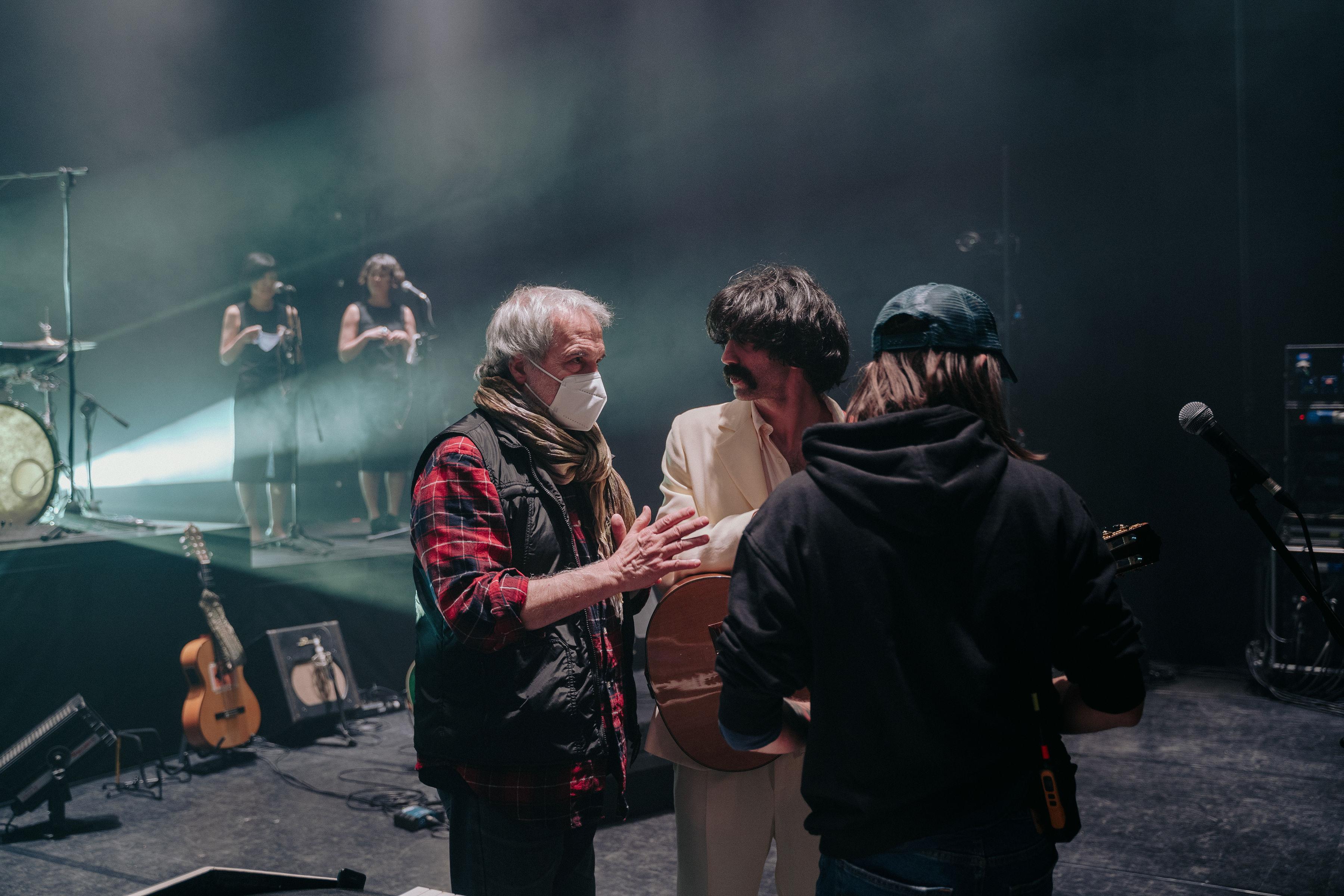 Il regista Fabrizio Borelli con Andrea durante le riprese - foto Marco Previdi