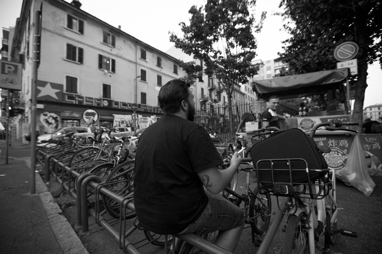 Pablo e Speranza in via dei Transiti, traversa di viale Monza a Milano - foto Roberto Graziano Moro
