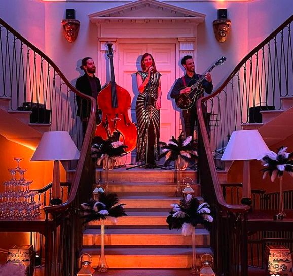 Francesca Confortini con Jazz Silhouettes band - foto via IG