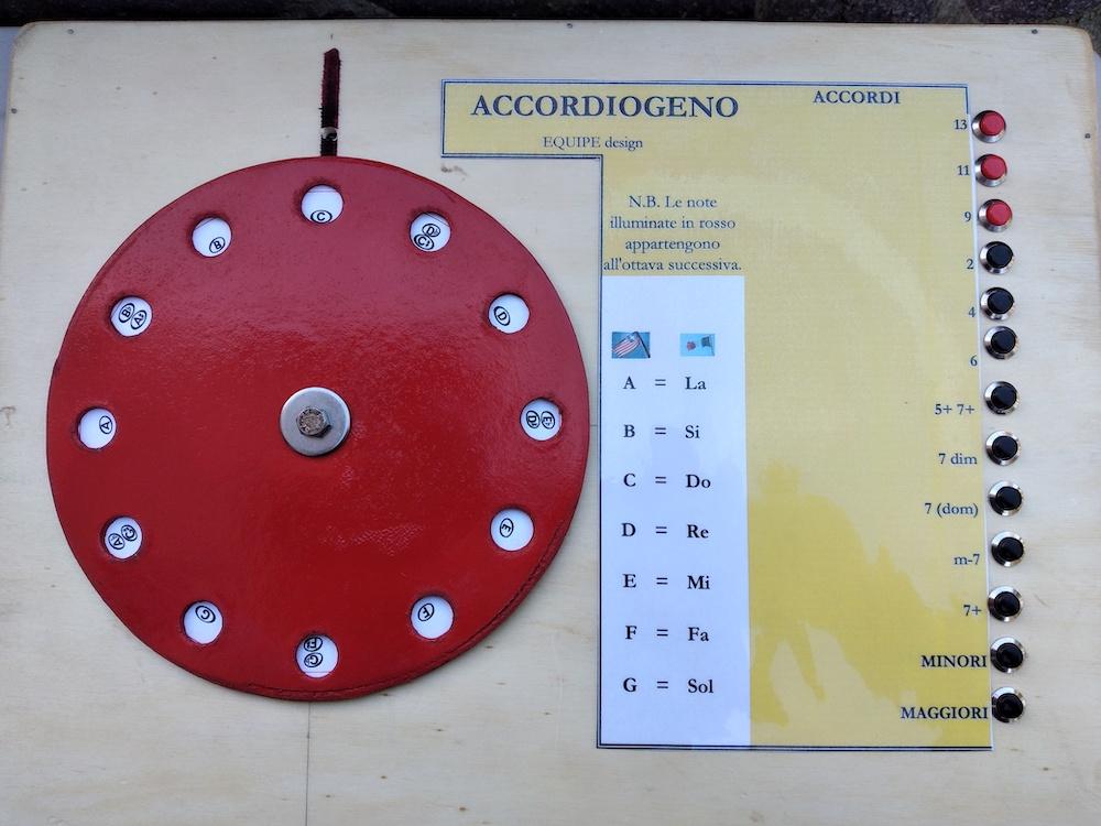 L'Accordiogeno di Marcello Piquè - vista superiore, con pulsantiera degli accordi