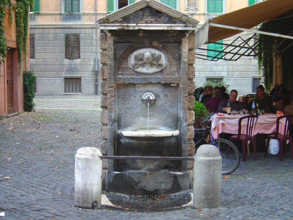 La fontana di Borgo Pio, Roma