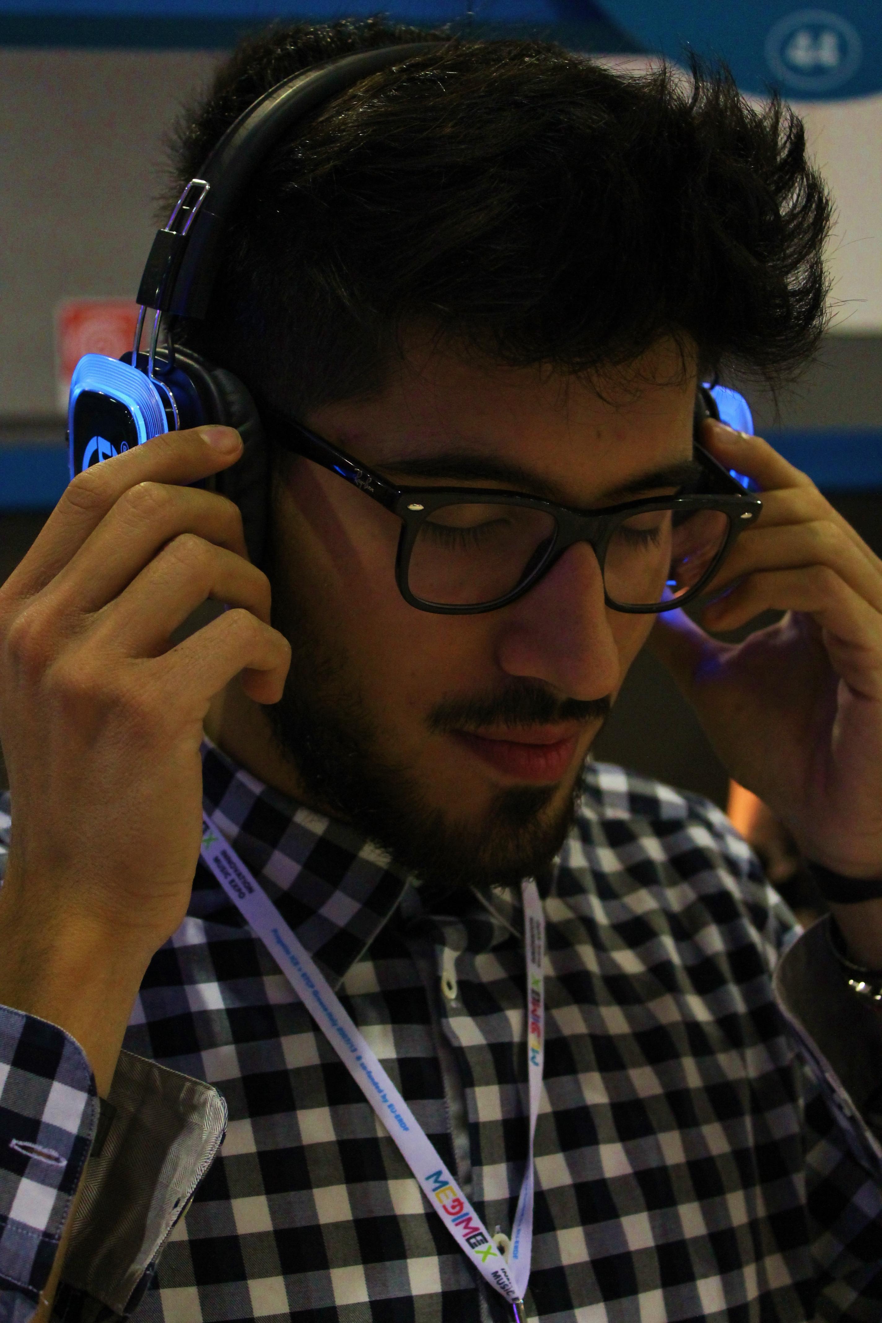 Sergio, il nostro illustratore si immerge nell'ascolto