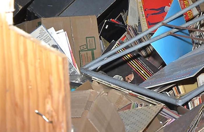 negozio distrutto peso vinili