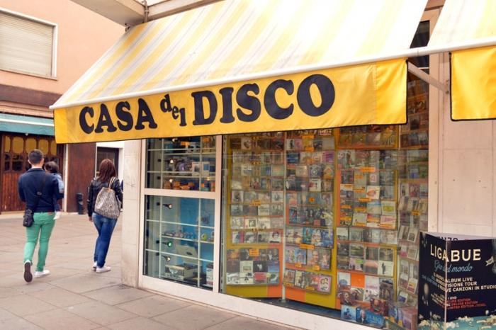Il giro d 39 italia in 20 negozi di dischi mestre ve casa - Discoteca in casa ...