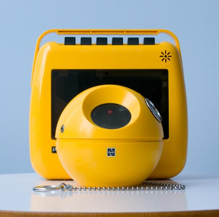 La radio portatile R-70 e il magicassette RQ304S