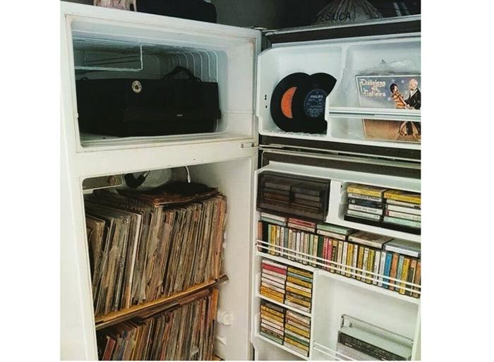 Dieci buone idee per disporre i vinili in casa in frigorifero - Mobile porta dischi vinile ...