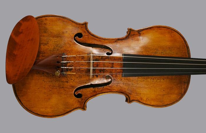 10. Violino costruito nel 1745 da Dom Nicolo Amati