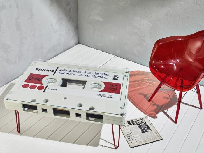 I tavoli-musicassetta di Altar Furniture