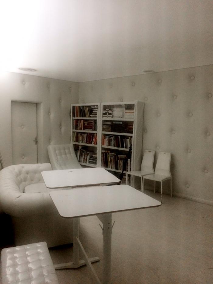 Una delle stanze mistiche del Lynch club a Yekaterinburg.