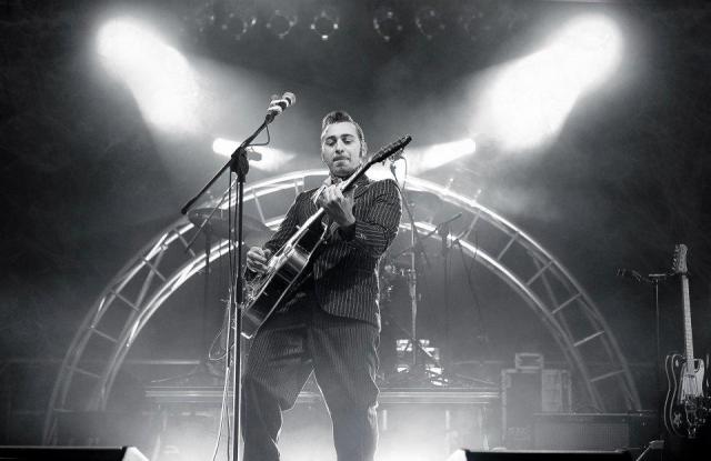 DARIO MATTONI - voce e chitarra