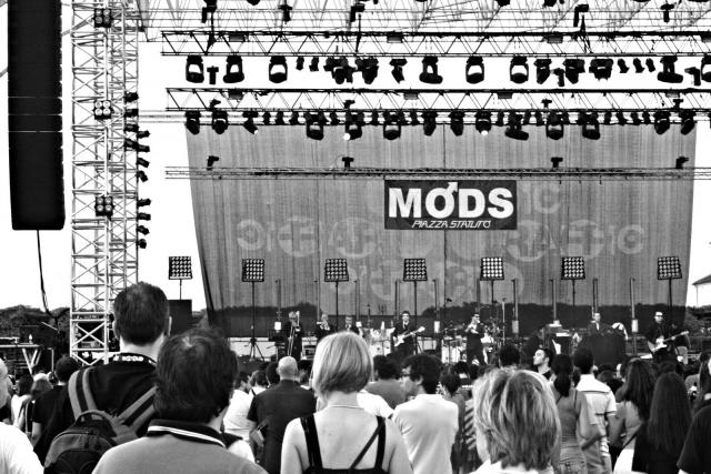 2010 sul palco del Traffic Free Festival.jpg