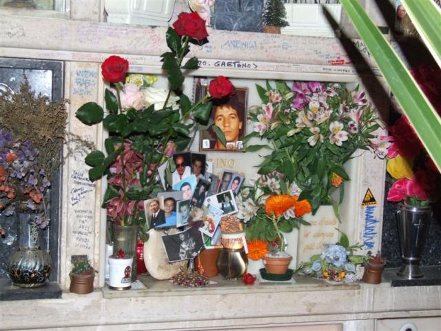 La tomba di Rino Gaetano nel cimitero Verano di Roma