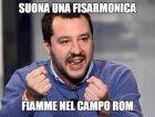 Suona una fisarmonica, fiamme nel campo Rom