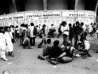 Il pubblico all'esterno dello Stadio Franchi in attesa di Patti Smith, 1979