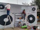 Il murale gigante a forma di boombox in Cile