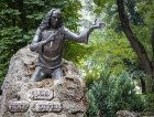 La statua dedicata a Ronnie James Dio