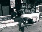 Luca davati al Sun Studio