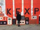 Nicola davanti la sede della radio KEXP