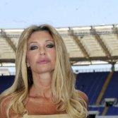 La giornalista RAI Paola Ferrari ha deciso di querelare Twitter per via di alcuni commenti ritenuti offensivi nei suoi confronti