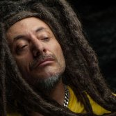 La storia del reggae italiano raccontata da Bunna degli Africa Unite
